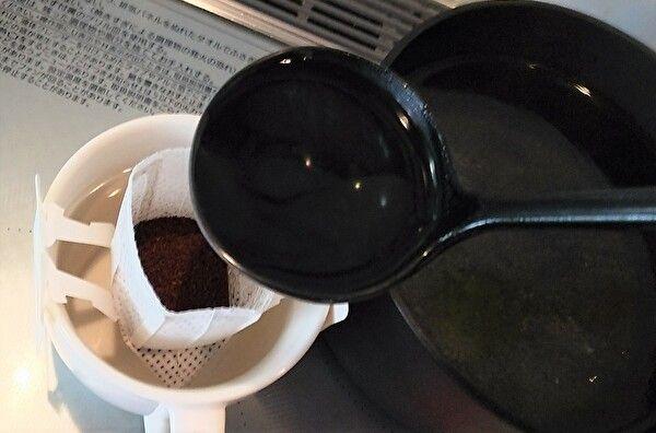 おたまでコーヒーを入れる②